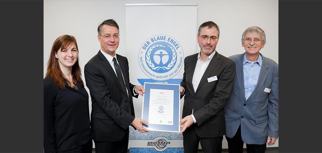 Übergabe Zertifikat Blauer Engel.