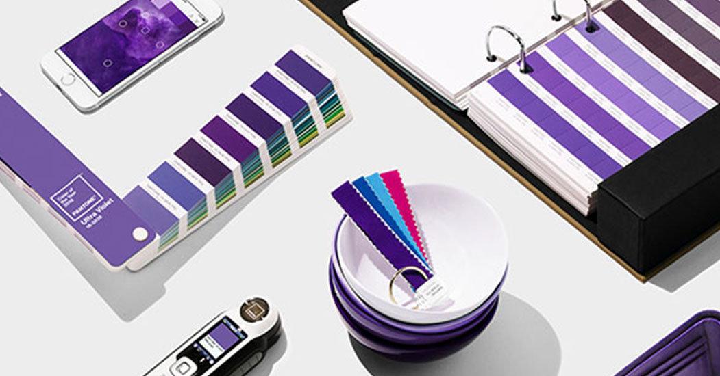 Farbfächer Ultra Violet. Farbe des Jahres 2018, PANTONE