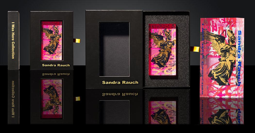 Schwarze Verpackung eines Kunstwerkes