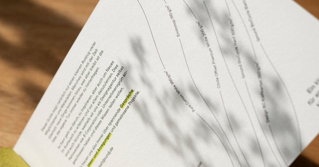 Drucksache Digitaldruck, gebundenes Werk mit verschiedenen Papiersorten